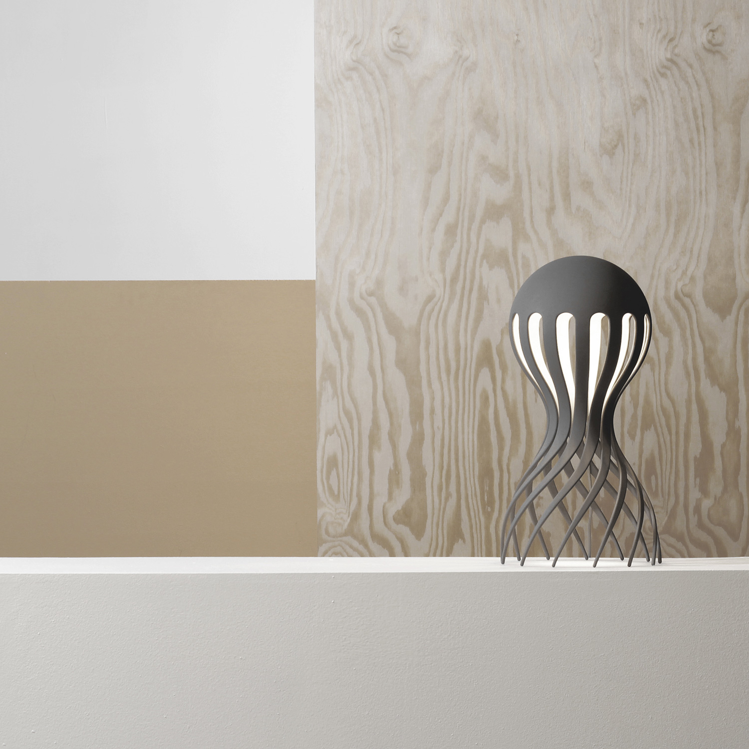 Cirrata_Table_Lamp_grey_Oblure_wood